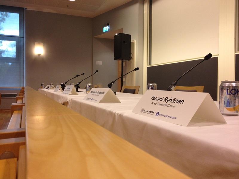 presskonferens_namnskyltar_800px_b
