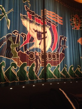 The beautiful curtain at Draken theater. My dying phone didn't let me catch the nice lady :(