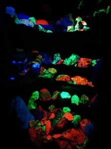 Rocks that naturally glow under UV light